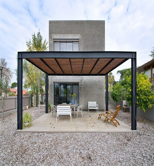 Modern-Pergola-with-Deck-and-Furniture-The-Kibuts-House-by-Sharon-Neuman-Architects